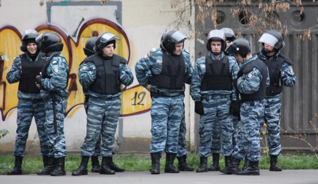 """""""Milicjanci sabotują rozkazy dowódców"""". Pieniądze to argument na korzyść Rosji"""