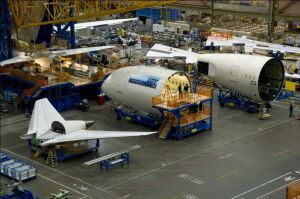 Pierwszy Dreamliner LOT-u w największym budynku świata