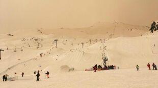 Pył znad Sahary nad Europą. Marsjański krajobraz na stokach