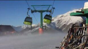 Wielka akcja ratunkowa w Pirenejach. Wiatr unieruchomił wyciągi narciarskie