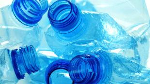 W upał unikajcie plastikowych butelek. Mogą być szkodliwe dla zdrowia