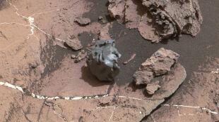Łazik Curiosity dostrzegł na Marsie błyszczący meteoryt