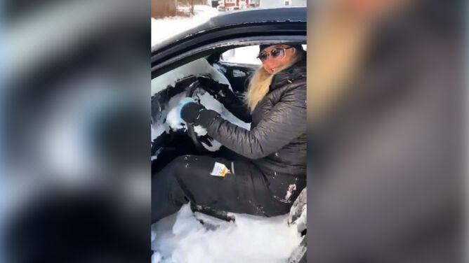 """""""Zostawiłam otwarte okno i cały śnieg mam w środku"""""""