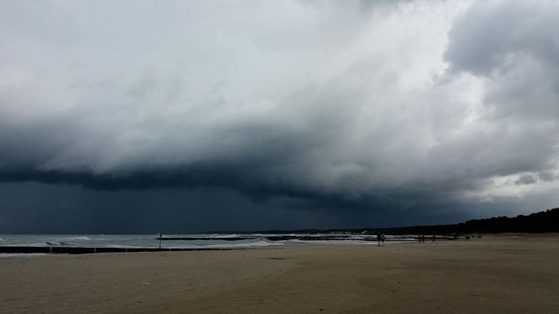 Nad Morzem Bałtyckim tworzą się burzowe chmury